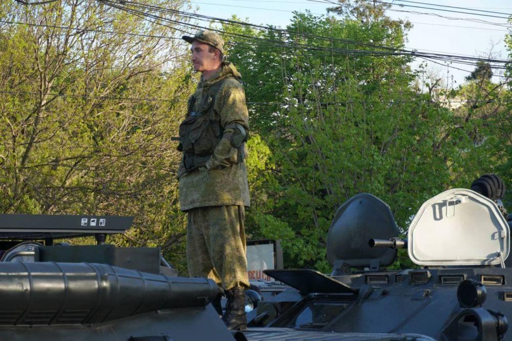 В Симферополе проходит вторая репетиция парада ко Дню Победы