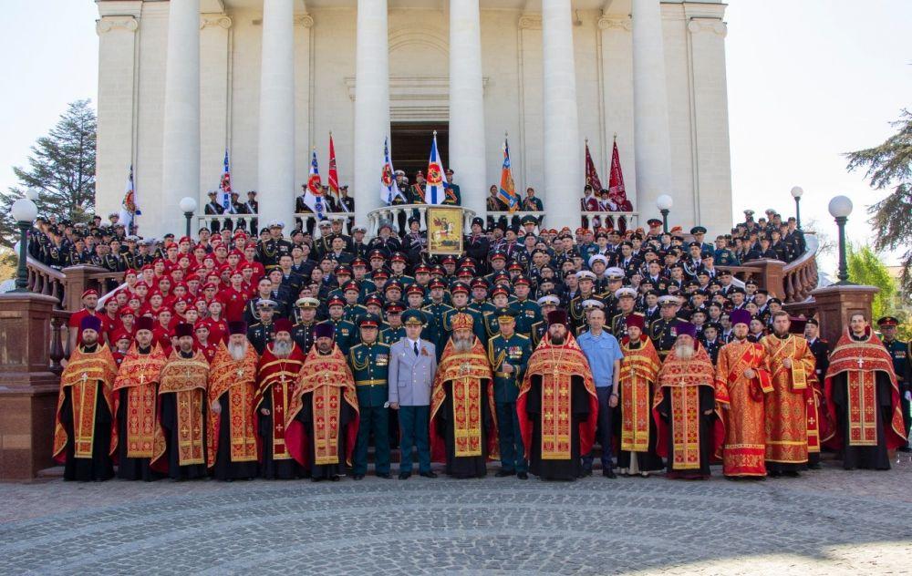 В кафедральном соборе Александра Невского в Симферополе состоялся большой молебен в честь Георгия Победоносца