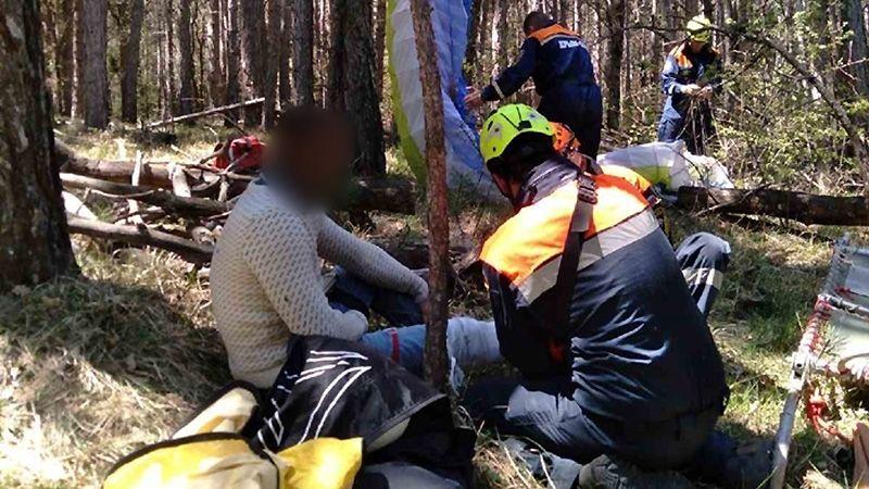 В Крыму спасли упавшего в лес парапланериста