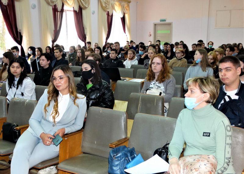 В Керчи полицейские выступили на семинаре, посвященном профилактике наркомании среди подростков