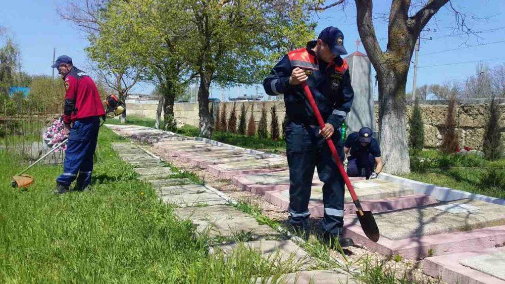 Крымские спасатели привели в порядок более 40 памятных мест Великой Отечественной войны