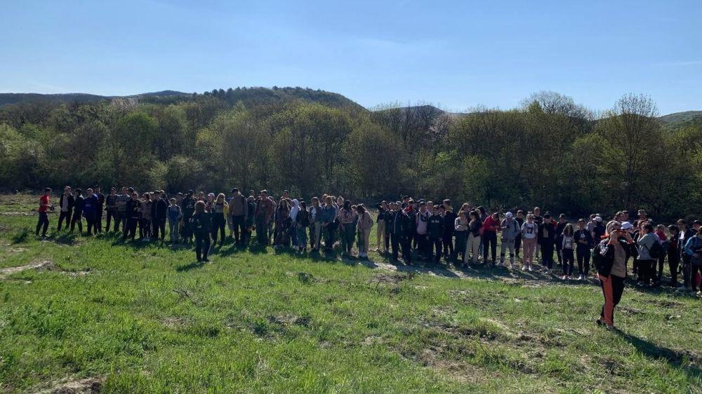 В Белогорском районе стартовал Марш школьников по местам боевой славы