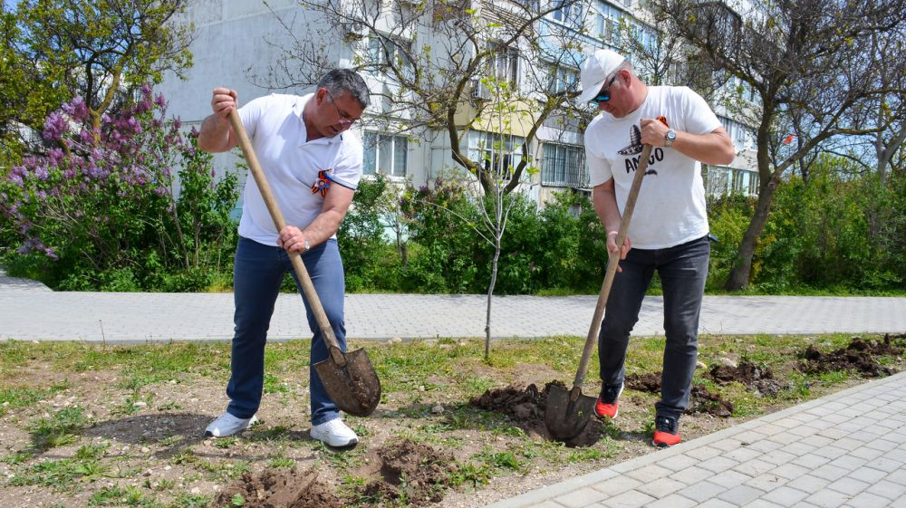 Жители Черноморского района присоединились к международной акции «Сад памяти»