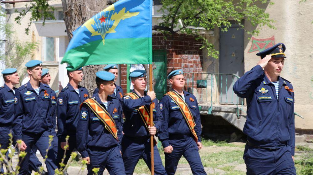 В Феодосии состоялся парад у дома ветерана