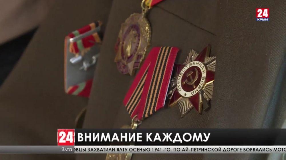 Личные поздравления. В дома крымских ветеранов пришел праздник накануне Дня Победы