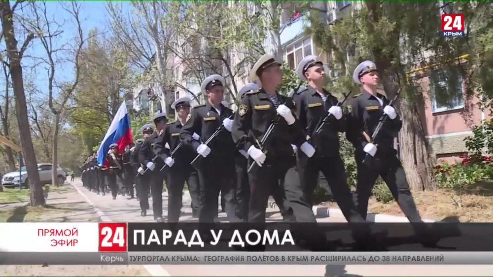 В Керчи для ветеранов Великой Отечественной войны провели персональные парады