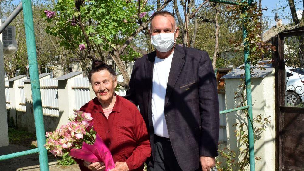 Андрей Захаров поздравил вдов ветеранов Великой Отечественной войны с наступающим Днем Великой Победы