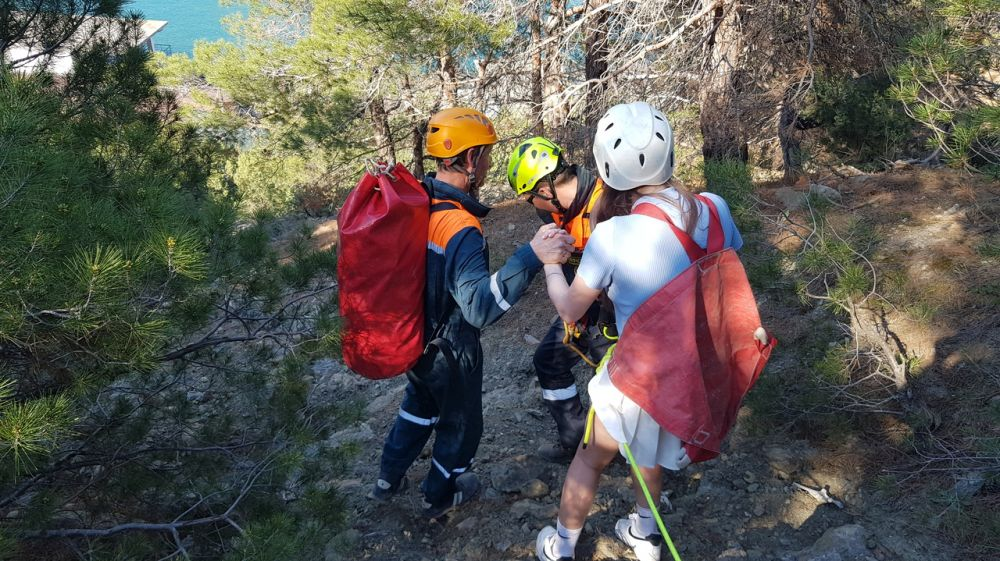Крымские спасатели эвакуировали туристов с горы Орел в ГО Судак