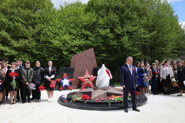 Владимир Константинов поздравил жителей посёлка Научный с Днём Победы