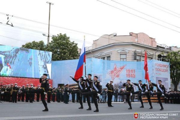 Владимир Константинов принял участие ввоенном параде в честь празднования годовщины Великой Победы