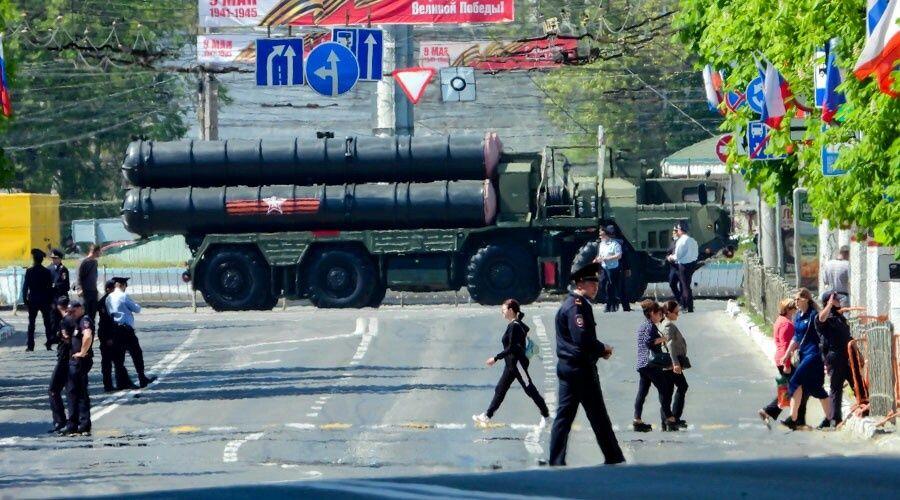 Движение транспорта ограничат в Симферополе, Керчи и Севастополе для проведения парадов