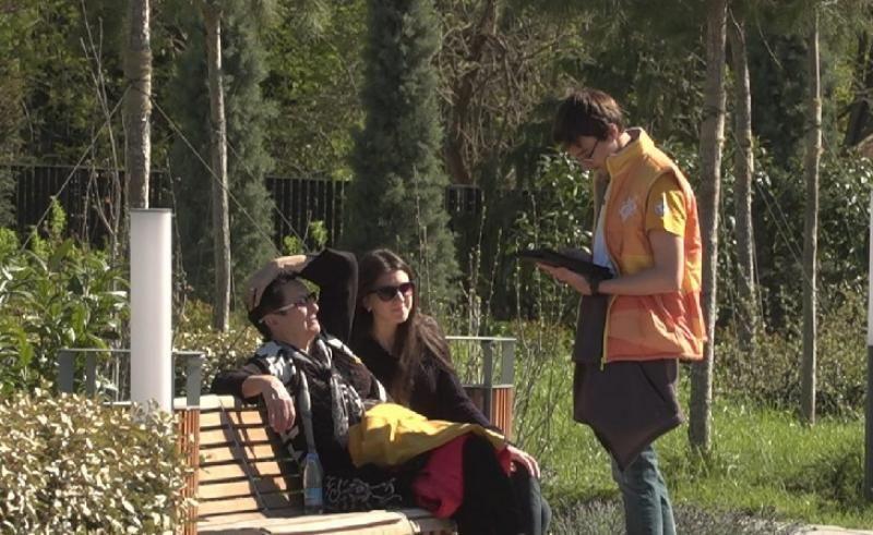 Волонтеры помогают севастопольцам в голосовании по благоустройству городских скверов и парков