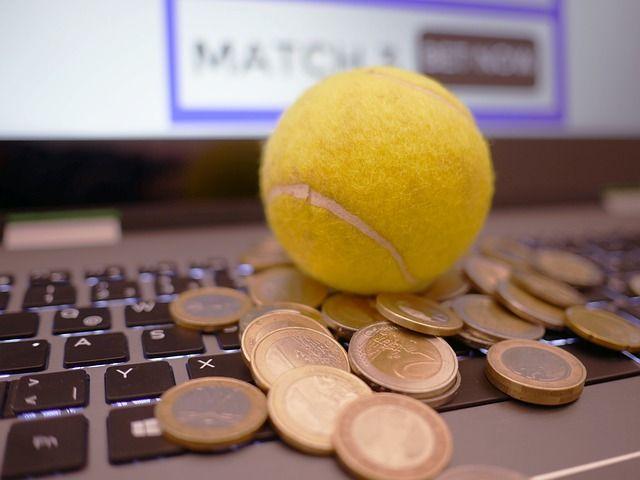 Мошенник проиграл выманенные деньги в букмекерской конторе в Симферополе