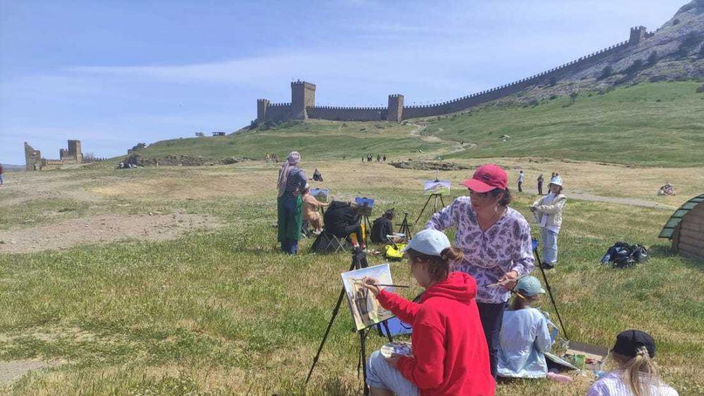Для 230 юных художников организован пленэр в Судакской крепости