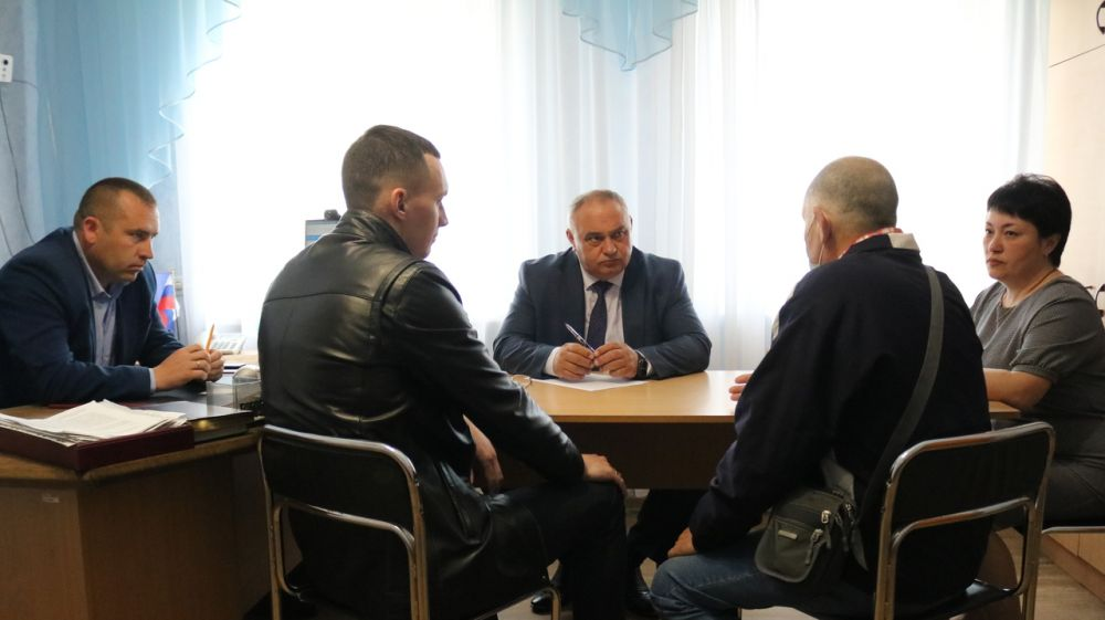 Василий Грабован провел прием граждан в пгт Октябрьское