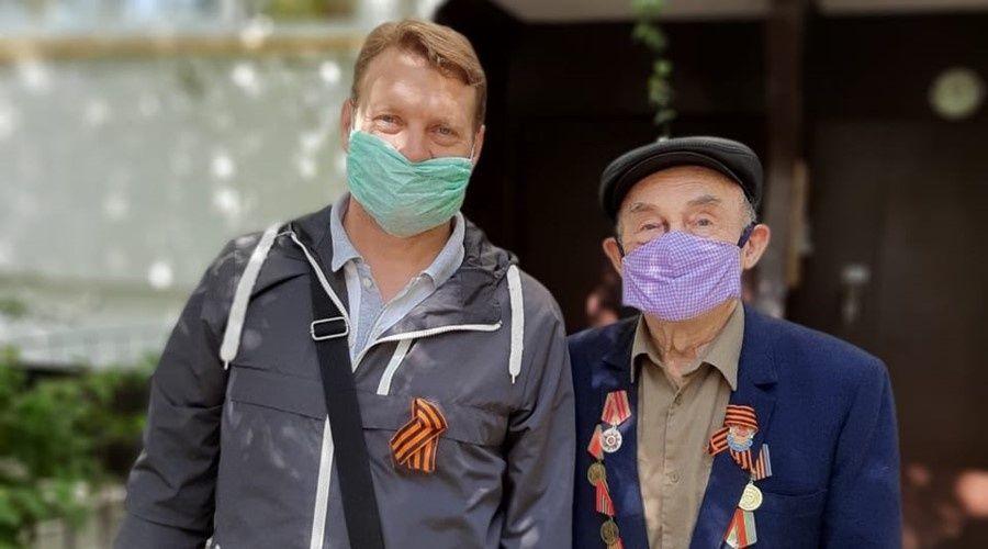 Сеть санаториев и отелей «Курорты Крыма» поздравила пенсионеров Ялты с Днем Победы