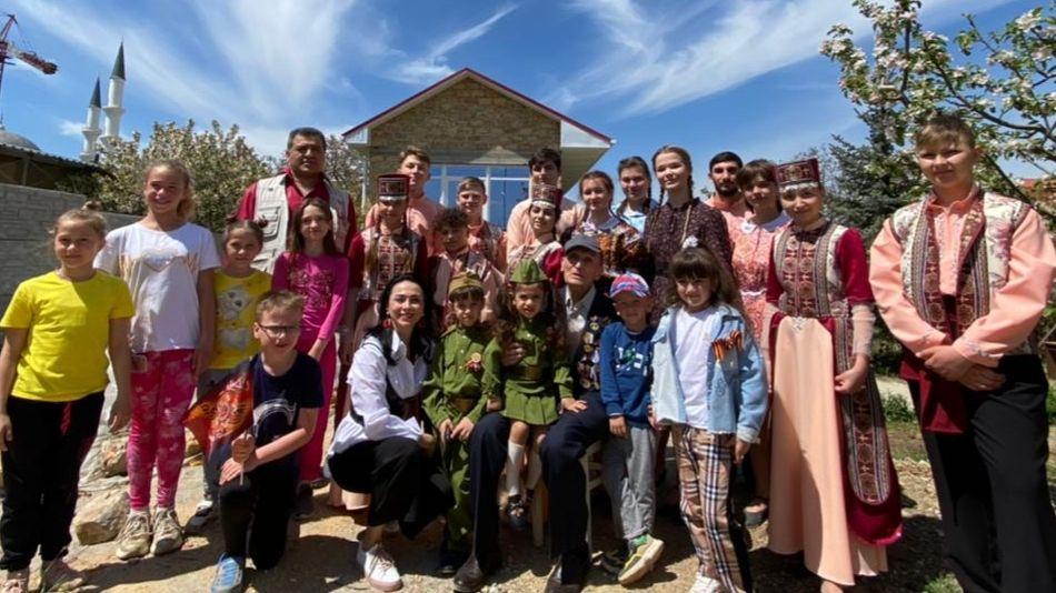 Студенты Крымского университета культуры и Театрального колледжа организовали чествование ветеранов