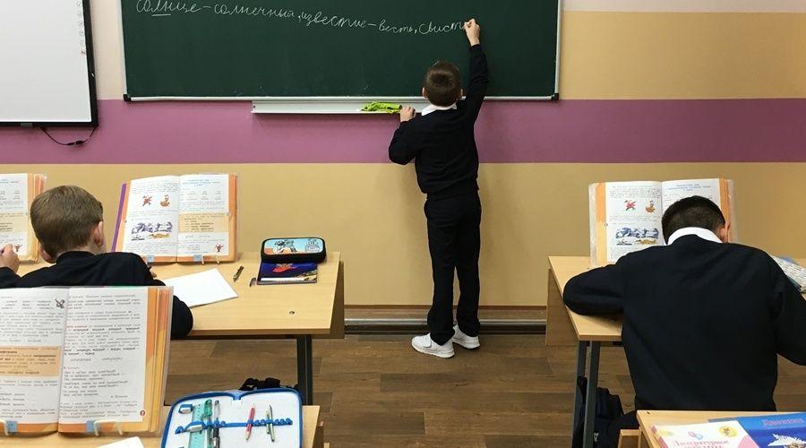 Пропускной режим ужесточат в крымских школах после трагедии в Казани