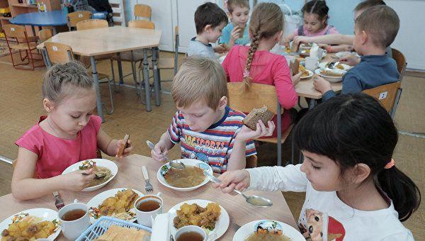Сколько крымчан ждут очередь в детсад и ясли