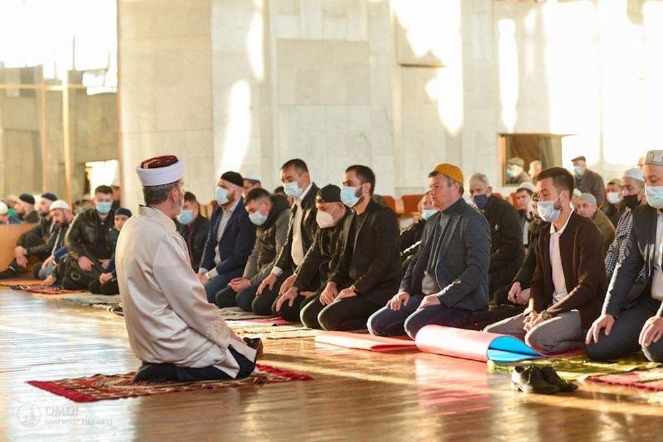 По окончании Рамадана в 2021 году крымские мусульмане совершили праздничный намаз