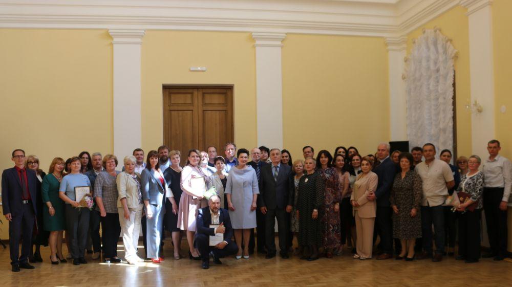 Арина Новосельская вручила награды сотрудникам музейных учреждений Республики Крым