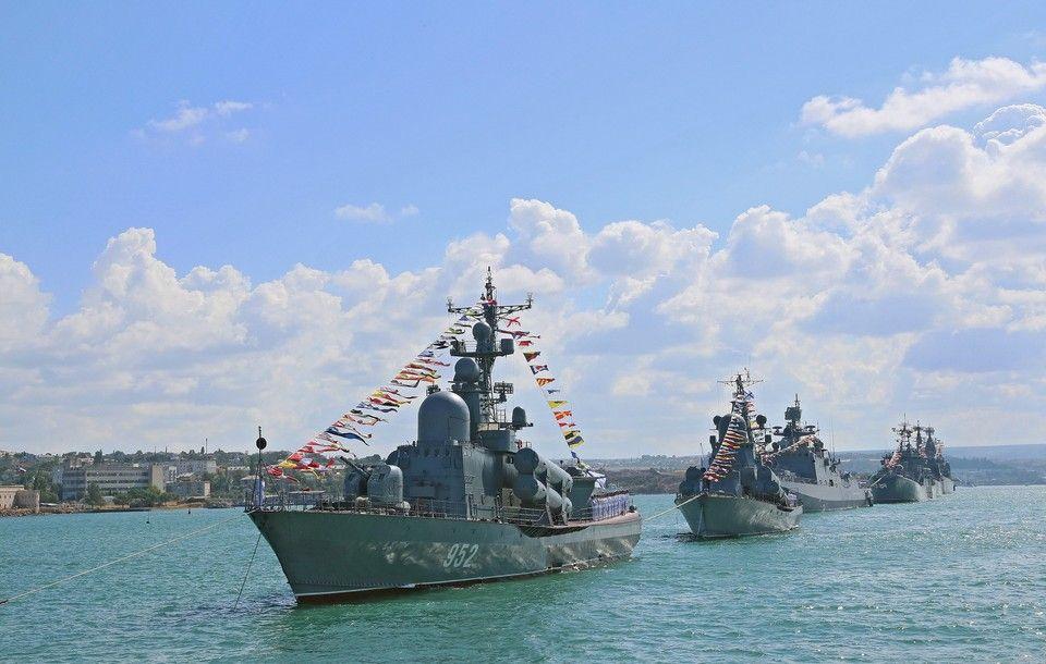 Сергей Аксенов поздравил крымчан с Днем Черноморского флота ВМФ России
