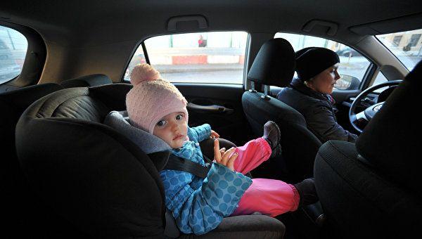 Эксперт напомнил об особых правилах перевозки детей в авто