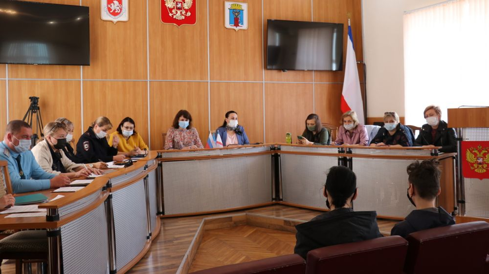 В Феодосии состоялось очередное заседание комиссии по делам несовершеннолетних и защите их прав