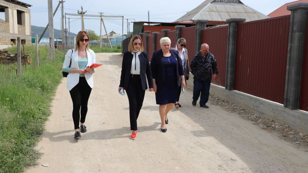 Екатерина Глинкина провела встречи с жителями Долинненского сельского поселения по проблемным вопросам