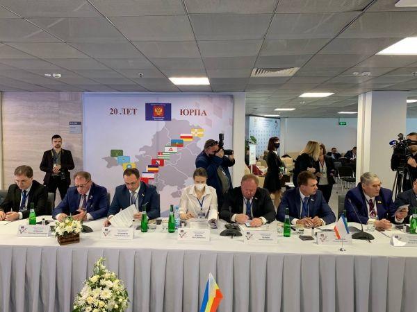 Двенадцать обращений и законодательных инициатив Парламента Республики Крым поддержаны на XXXIV Конференции ЮРПА