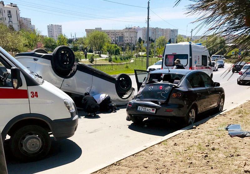 Возле парка Победы произошло ДТП с «перевертышем»