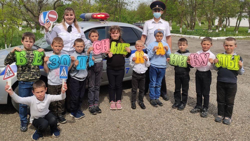 Сотрудники Ленинской госавтоинспекции провели занятия по вопросам безопасности дорожного движения в гостях у школьников