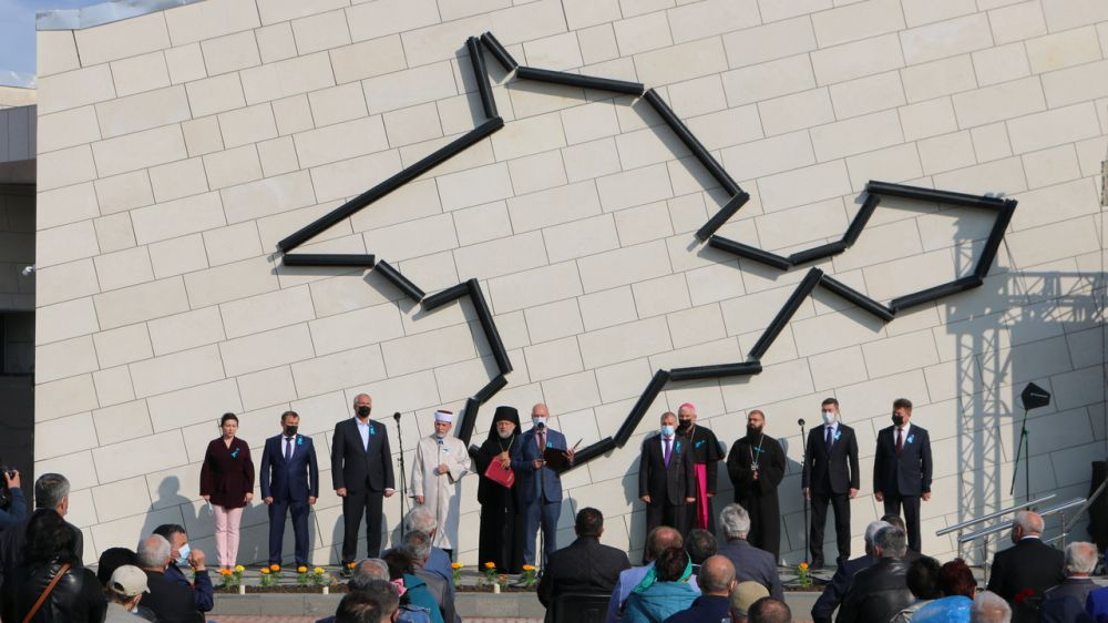 Арина Новосельская приняла участие в мероприятии, посвященном памяти жертв депортации народов Крыма
