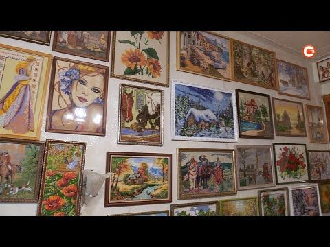 Севастопольская пенсионерка превратила квартиру в картинную галерею (СЮЖЕТ)