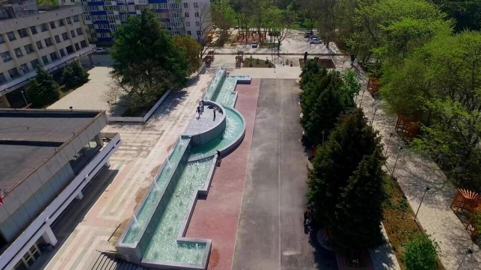 В Керчи у Центра детского и юношеского творчества заработал новый фонтан