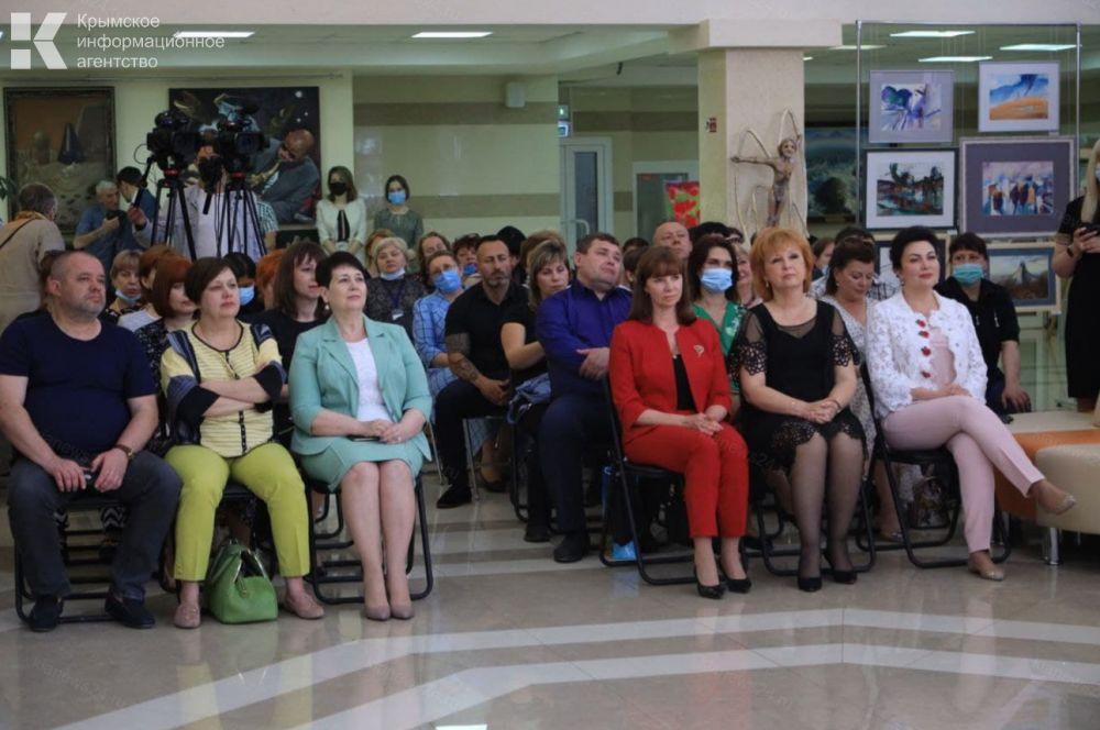 Сотрудников библиотеки им. Франко поздравили с профессиональным праздником
