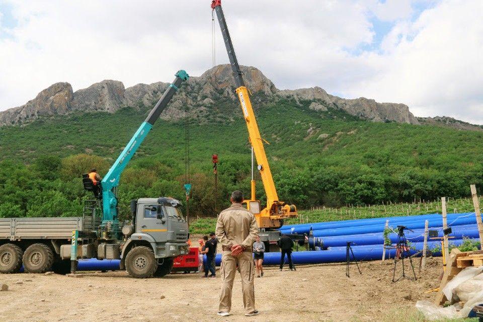 Через горы, через лес: От Феодосии до Судака тянут новый водовод