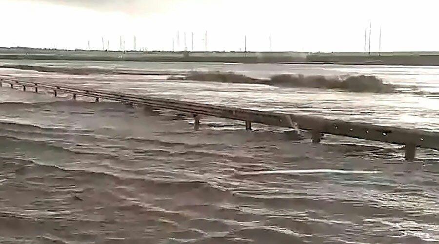 "Трасса ""Таврида"" превратилась в реку из-за сильного ливня - видео"