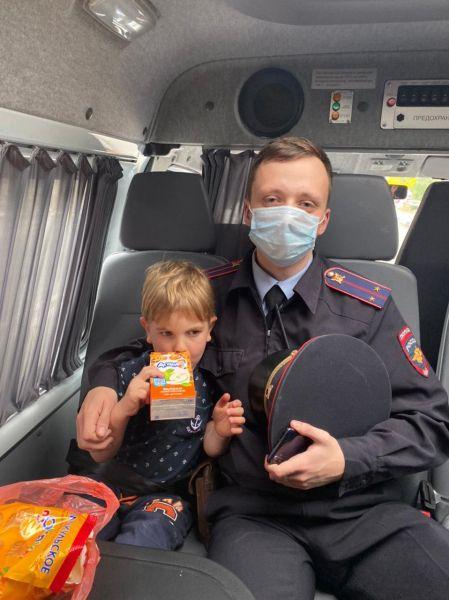 В Ялте сотрудники полиции нашли и вернули в семью потерявшегося 4-летнего ребенка