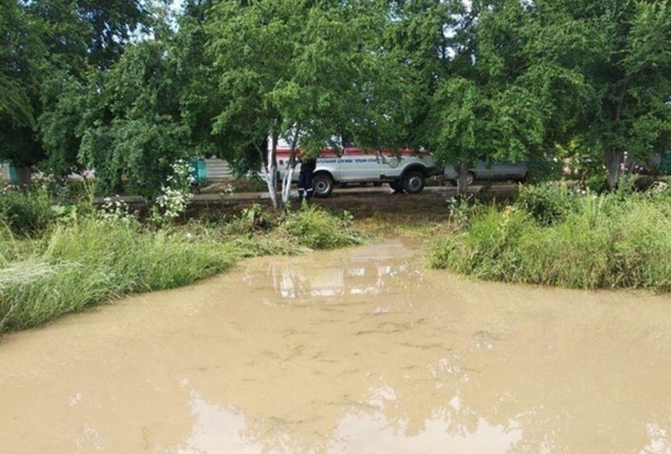 Вода с «Тавриды» вновь хлынула на Приозерное: в селе под Керчью борются с последствиями подтопления