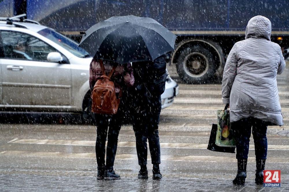 Ливень, град и шквал: В Крыму объявили штормовое предупреждение