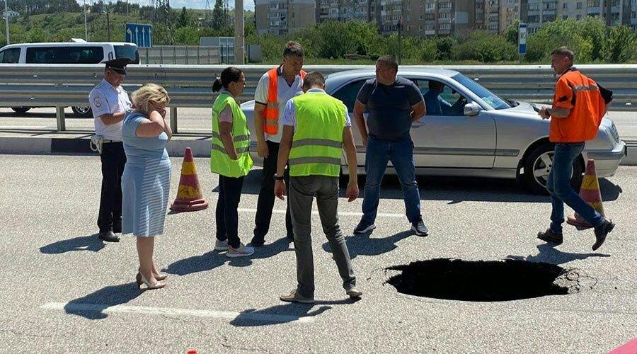 Обвал дороги привел к изменению схемы движения на выезде из Симферополя