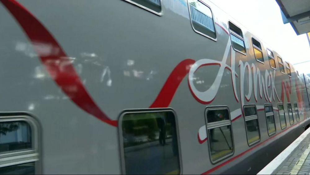 В Крым на отдых первым поездом из Москвы приехали 98 детей