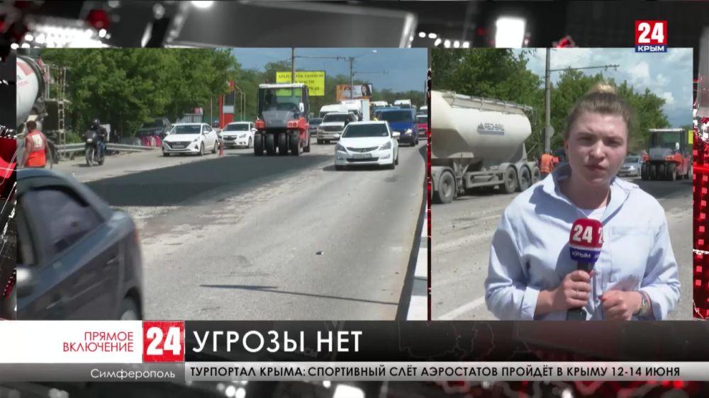 Коммунальщики продолжают ликвидировать провал на Евпаторийском шоссе в районе ГРЕСа