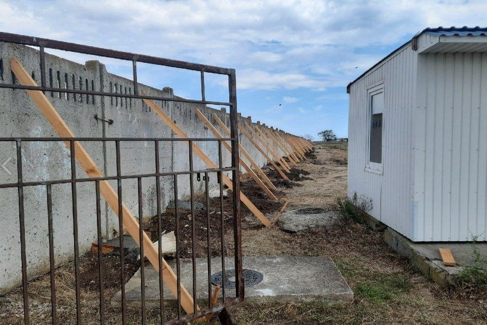 Забор и шлагбаумы: Что случилось с диким пляжем под Феодосией