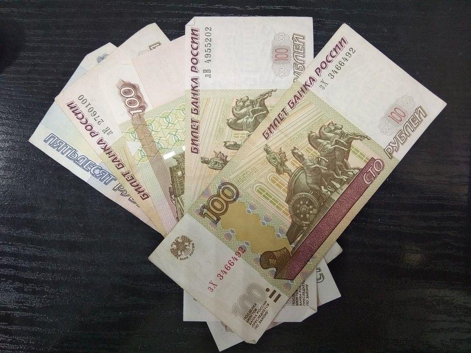 В Крыму поймали менялу, который устроил «обменник» в своей машине
