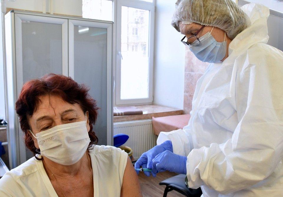 Глава Белогорского района опровергла слухи о принудительной вакцинации сотрудников