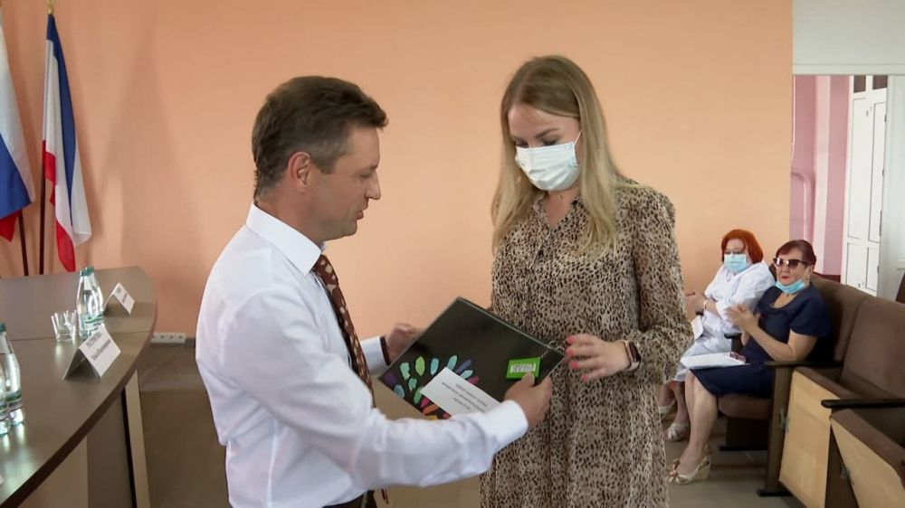 Трём врачам Симферопольской клинической больницы скорой медицинской помощи № 6 передали служебные квартиры