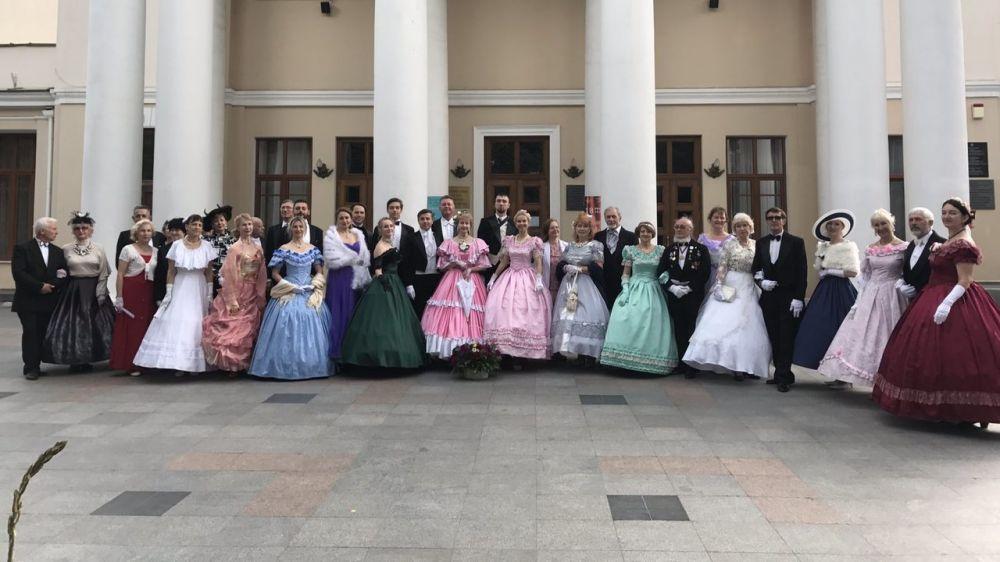 В Ялте день рождения великого русского поэта А.С. Пушкина отметили костюмированным шествием и балом