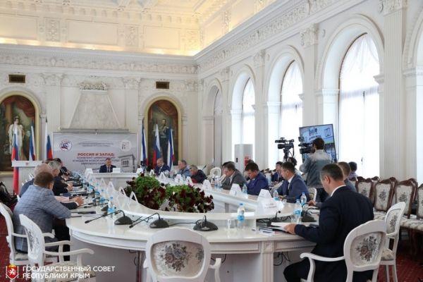 Владимир Константинов провел выездное заседание Комиссии Совета законодателей в Ялте